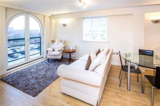 3 Bedrooms Apartment Flat for sale in Wharton Court, Hoole Lane, Chester
