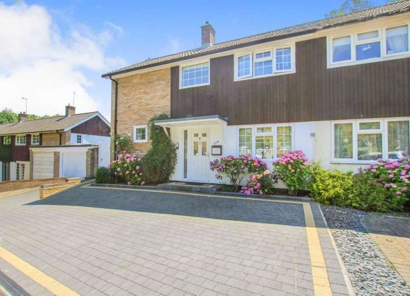 3 Bedrooms Semi Detached House for sale in WELL PRESENTED 3 BED SEMI with GARAGE and DRIVEWAY in HP1.