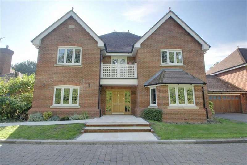5 Bedrooms Detached House for sale in Eggleton Drive, TRING, Hertfordshire