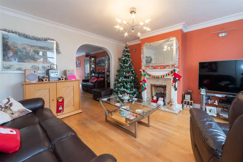 4 Bedrooms Semi Detached House for sale in Bunhill Close, West Dunstable, Bedfordshire