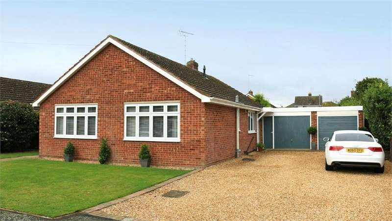 3 Bedrooms Detached Bungalow for sale in 10 Pinewood Close, Bourne, Lincs