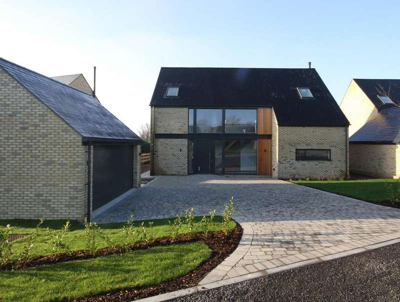 4 Bedrooms Detached House for sale in The Street, Appledore,Kent TN26 2AE