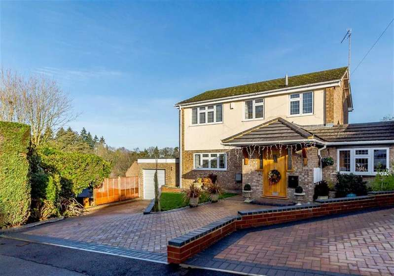 4 Bedrooms Link Detached House for sale in Lawford Close, Chorleywood