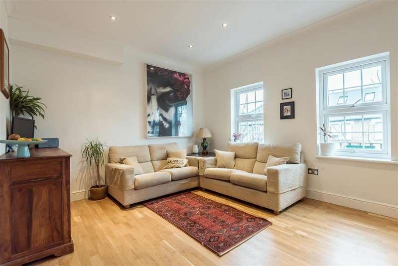 3 Bedrooms Flat for sale in Colston Road, London