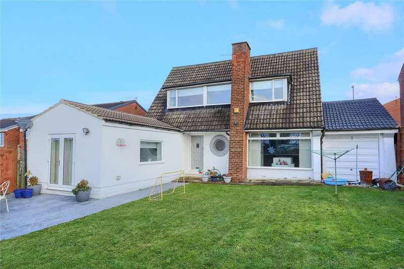 3 Bedrooms Detached House for sale in Brooksbank Road, Ormesby