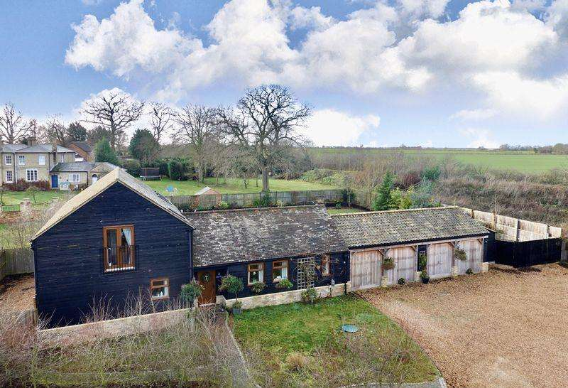 4 Bedrooms Barn Conversion Character Property for sale in Porch Farm Barns, Warboys Road, Old Hurst.