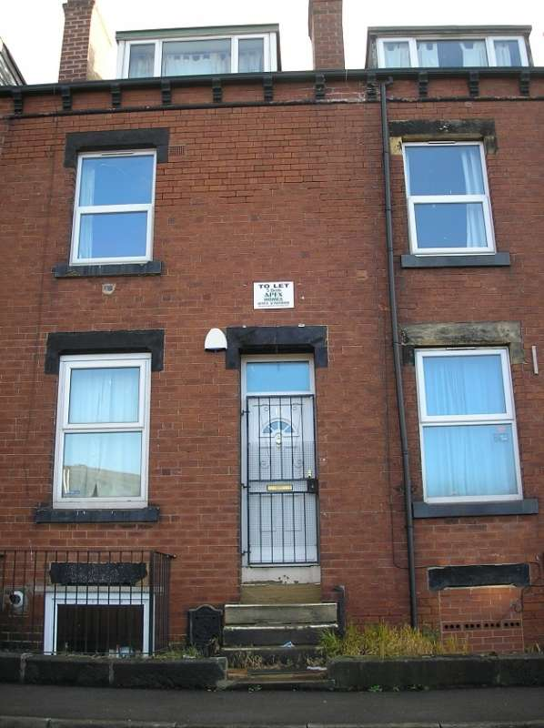 5 Bedrooms Terraced House for rent in Spring Grove Walk, Hyde Park, Leeds