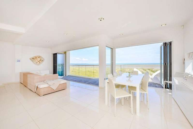 4 Bedrooms Detached House for sale in Coast Drive, Greatstone, Kent TN28 8NX
