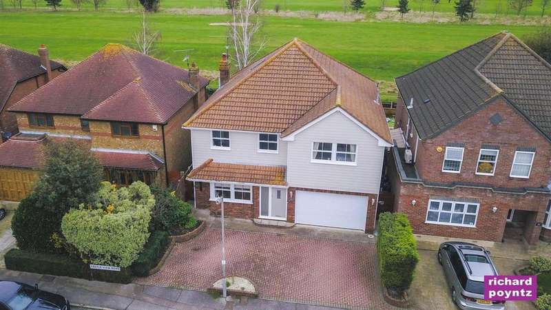 5 Bedrooms Detached House for sale in Castle View Road, Canvey Island