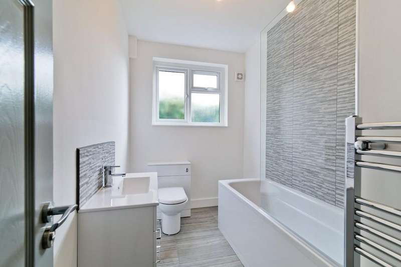 2 Bedrooms Apartment Flat for sale in Patterson Road, Crystal Palace SE19 2LG