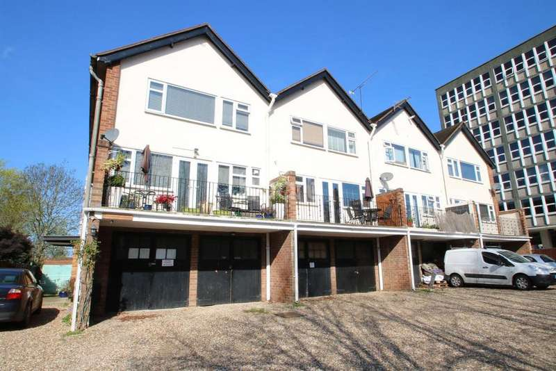 3 Bedrooms Maisonette Flat for sale in Elizabeth Court