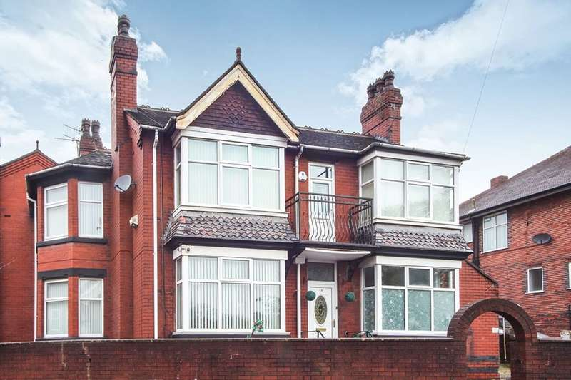 4 Bedrooms Detached House for sale in Victoria Park Road, Stoke-On-Trent, ST6