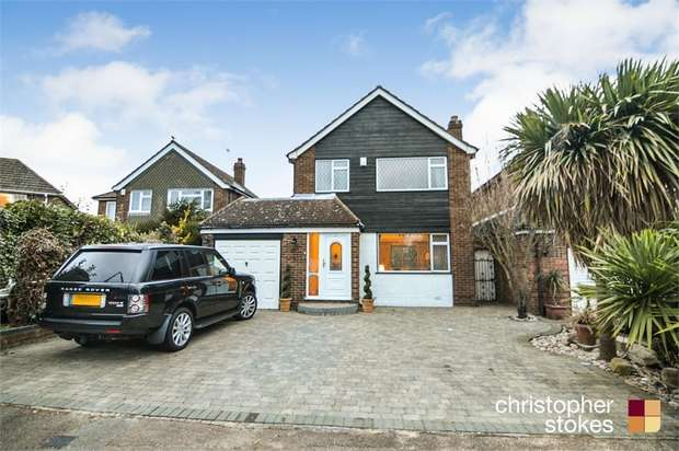 3 Bedrooms Detached House for sale in Brinley Close, Cheshunt, Cheshunt, Hertfordshire