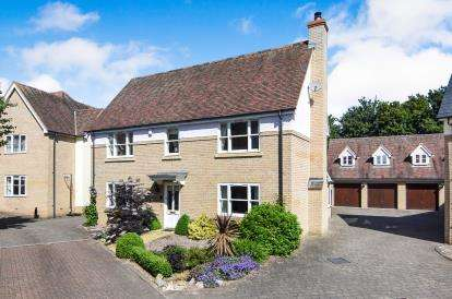 4 Bedrooms Detached House for sale in Chancellor Park, Chelmsford, Essex