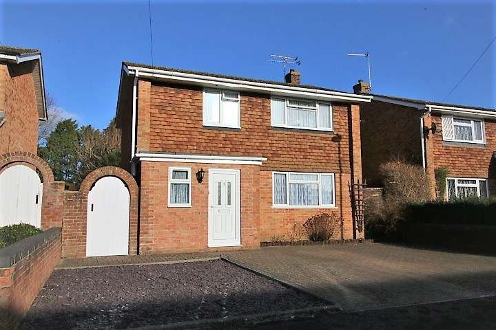 3 Bedrooms Detached House for sale in Kenilworth Road, Basingstoke, RG23