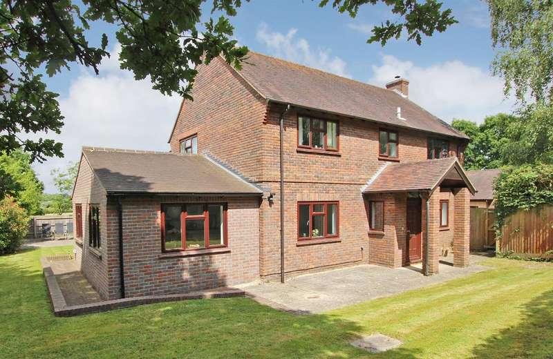 4 Bedrooms Detached House for sale in DIBDEN