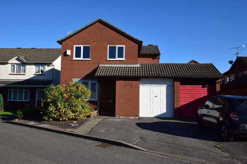 4 Bedrooms Link Detached House for sale in Westglade, Farnborough