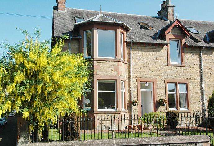 4 Bedrooms Flat for sale in 11 Shawpark Road, Selkirk TD7 4DS