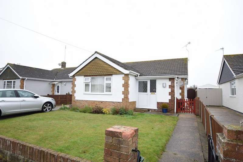 3 Bedrooms Detached Bungalow for sale in Frobisher Drive, Clacton-on-Sea