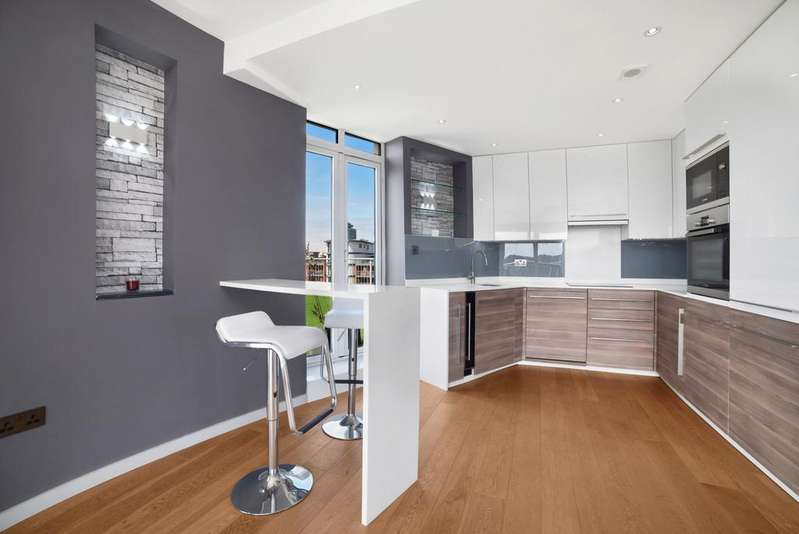 3 Bedrooms Penthouse Flat for sale in Holland Gardens, Kew, TW8