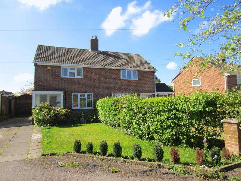 3 Bedrooms Semi Detached House for sale in Caddington **** LARGE REAR GARDEN ****