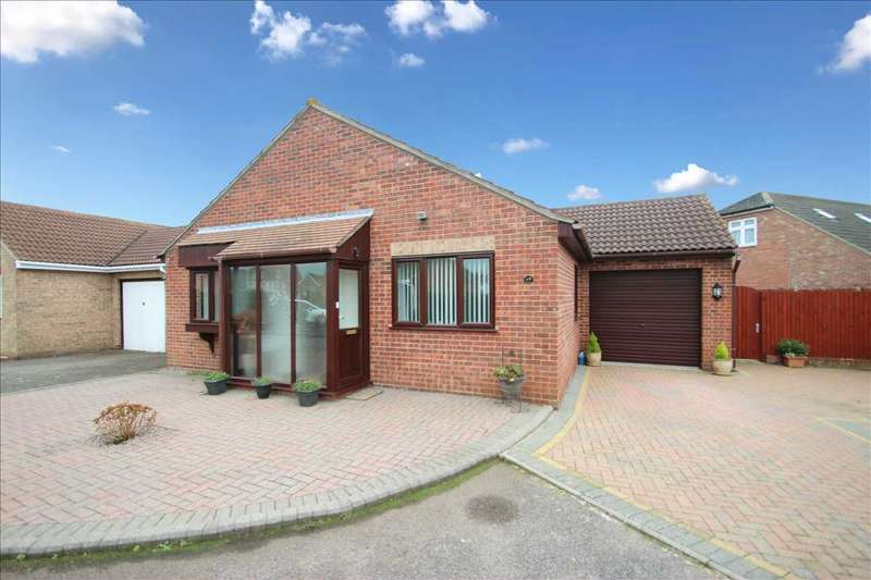 3 Bedrooms Bungalow for sale in Saxmundham Way, Clacton-on-Sea