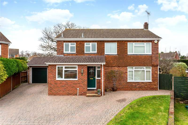 4 Bedrooms Detached House for sale in Whinchat Close, Hartley Wintney, Hook, RG27