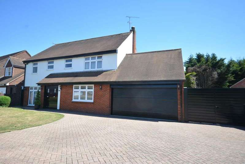 4 Bedrooms Detached House for sale in Tyle Green, Emerson Park, Hornchurch, Essex RM11