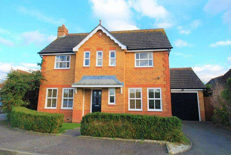 3 Bedrooms Detached House for sale in Simmons Close, Chessington
