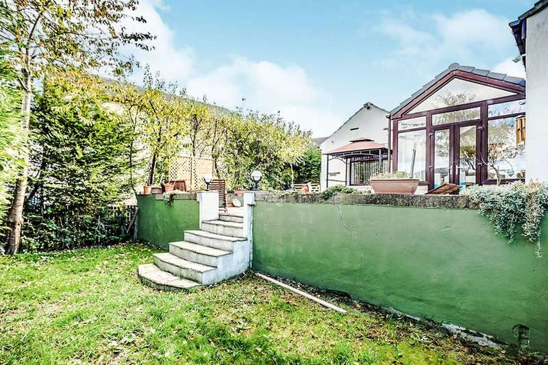 4 Bedrooms Detached Bungalow for sale in Rooley Avenue, Bradford, BD6