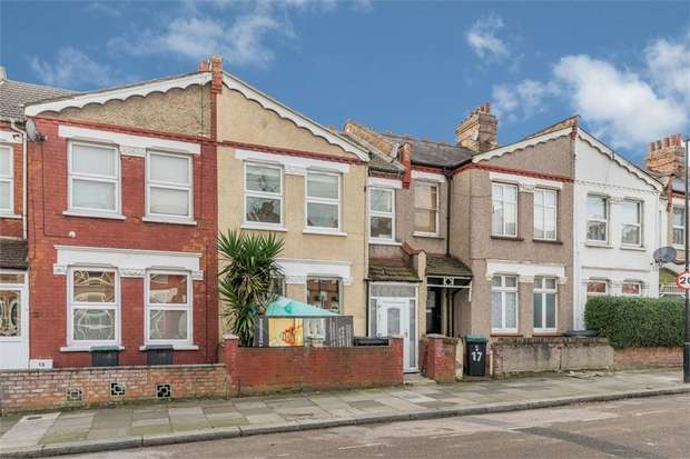 2 Bedrooms Flat for sale in Solway Road, London