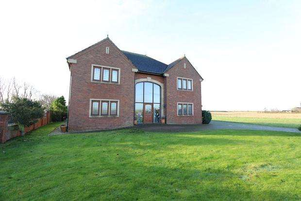 5 Bedrooms Detached House for sale in Charnleys Lane, Banks, Southport, PR9 8HJ