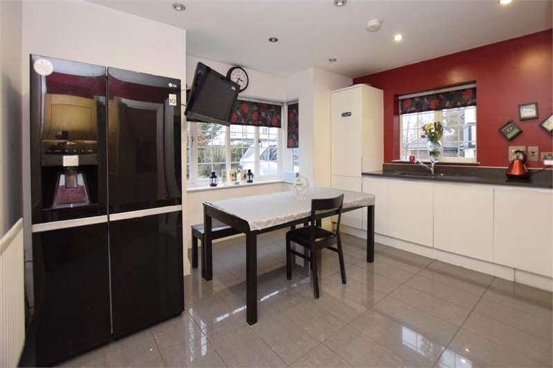5 Bedrooms Detached House for sale in Daisy Close, Kingsbury
