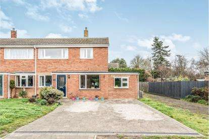 4 Bedrooms Semi Detached House for sale in Churchill Way, Sandy, Bedford, Bedfordshire