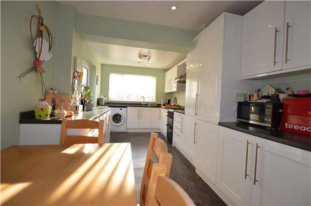 3 Bedrooms Detached House for sale in Robin Way, Chipping Sodbury, BS37 6JW