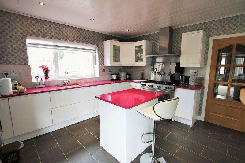 3 Bedrooms Detached Villa House for sale in Braehead Road, Forfar