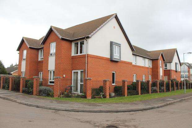 2 Bedrooms Apartment Flat for sale in Lucas Gardens, Luton, LU3