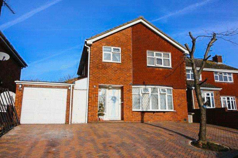 4 Bedrooms Detached House for sale in Bearsted Drive, Basildon