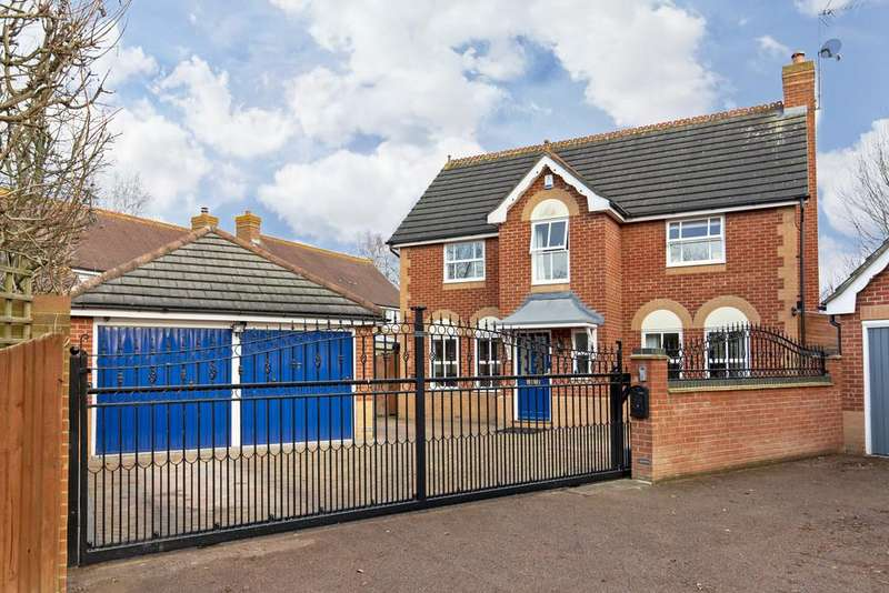 4 Bedrooms Detached House for sale in Roding Gardens, Loughton