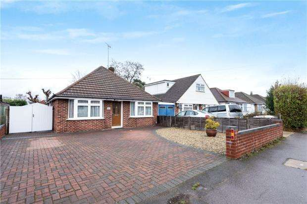 3 Bedrooms Detached Bungalow for sale in Woodlands Avenue, Woodley, Reading