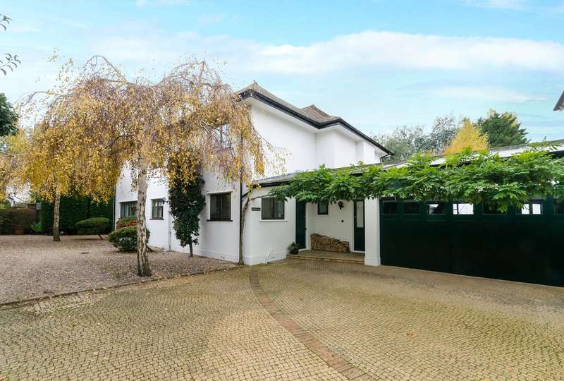 4 Bedrooms Detached House for sale in Abbotts Close, Worthing, West Sussex, BN11