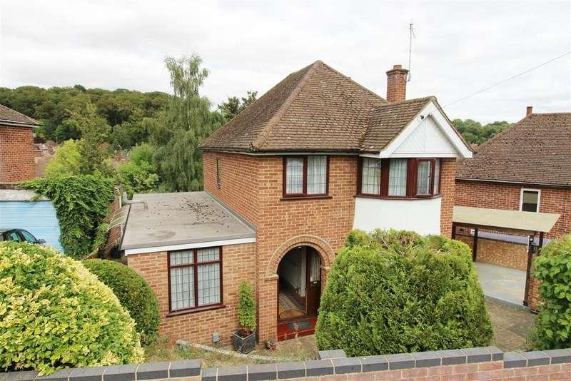 3 Bedrooms Detached House for sale in Sheridan Avenue, Emmer Green, Caversham