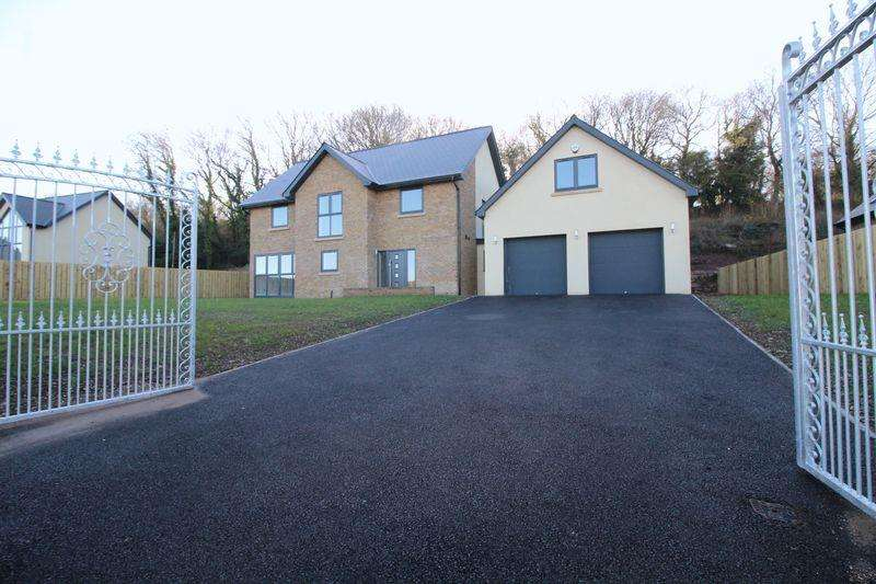4 Bedrooms Detached House for sale in Five Lanes, Caerwent
