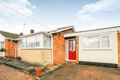 3 Bedrooms Bungalow for sale in Lakefield Avenue, Toddington, Dunstable, Bedfordshire