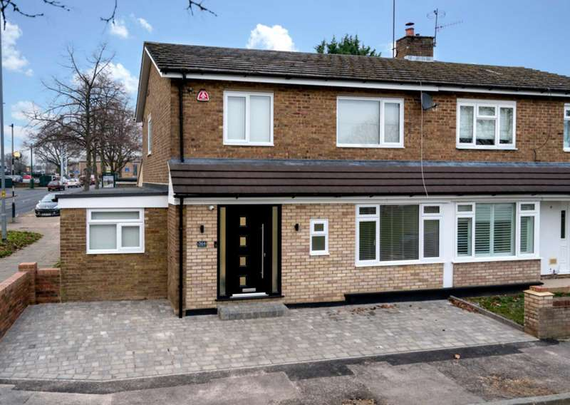 4 Bedrooms Semi Detached House for sale in STUNNINGLY PRESENTED & OVER 1500 SQ FT IN HP1