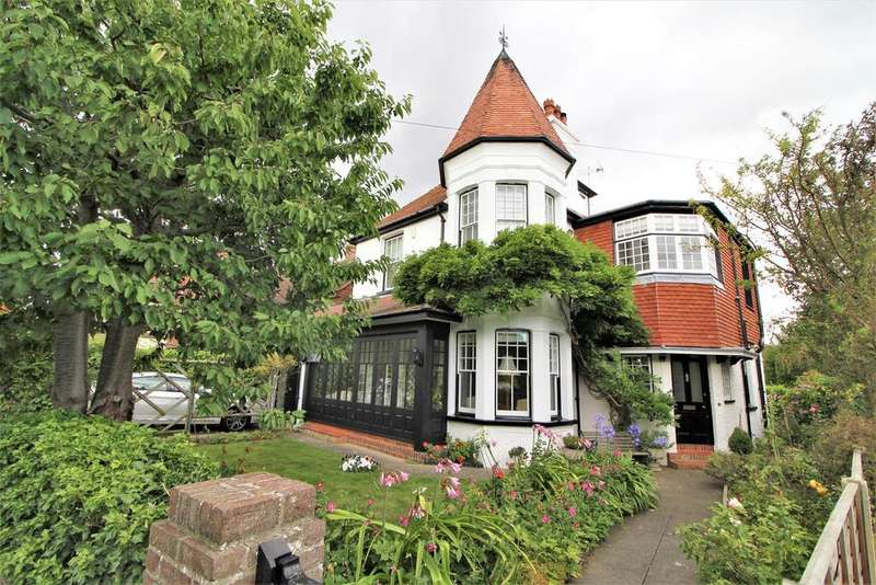 5 Bedrooms Detached House for sale in The Crescent, Frinton-On-Sea