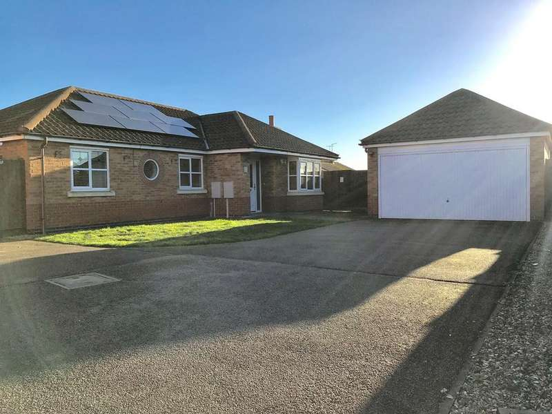 3 Bedrooms Detached Bungalow for sale in Burton Road, Spalding, PE11
