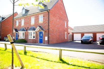 4 Bedrooms Semi Detached House for sale in Daphne Grove, Peterborough, Cambridgeshire