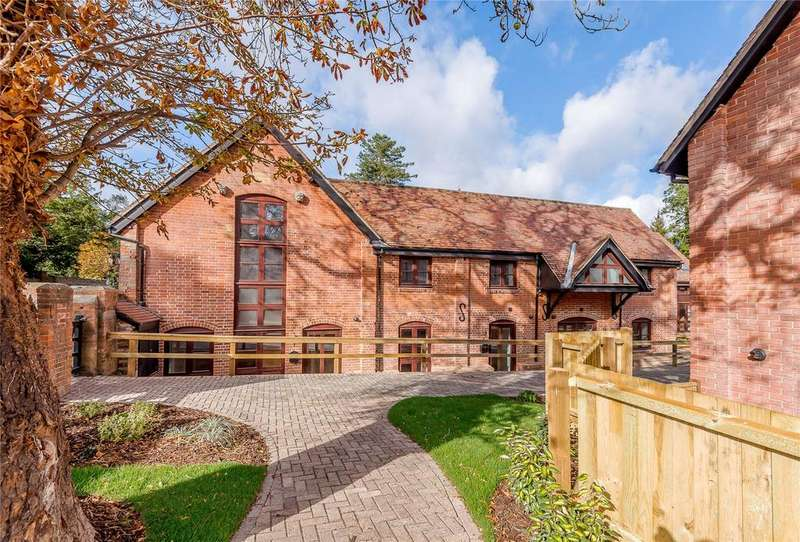 2 Bedrooms House for sale in High Street, Odiham, Hook, Hampshire
