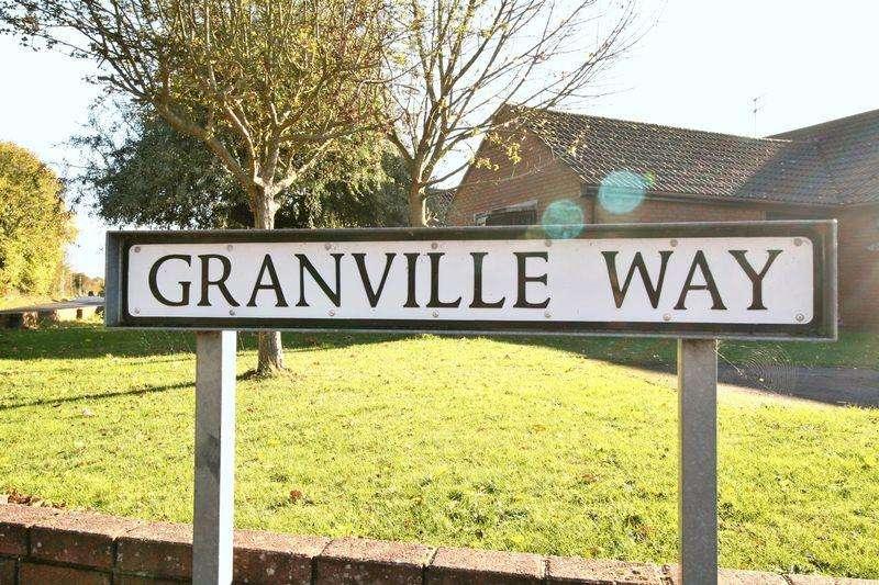 5 Bedrooms Detached House for sale in Granville Way, Brightlingsea